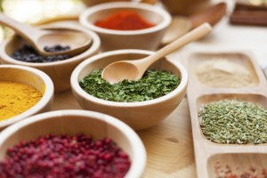 AT0505 - Various spices in a wooden bowl