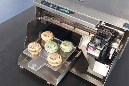 Manual Feed allows DTM Print's Eddie to print on larger food items
