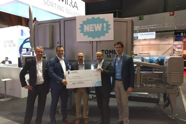 Tomra and Farm Frites donate €2,000 to Unicef