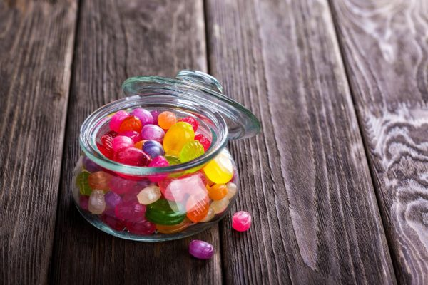 Limit children to two snacks a day, health body says